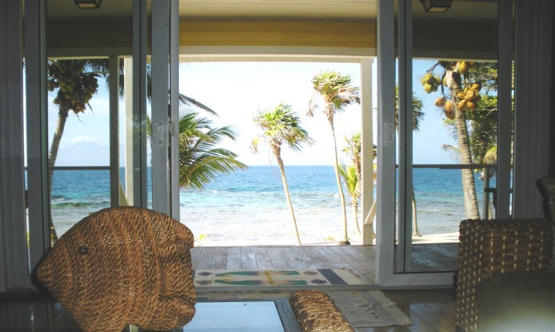 Casa Miradora - Stunning Ocean Front Home, location de vacances à La Ceiba