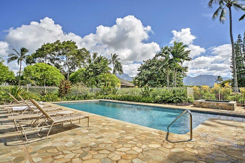 Fuga per la 'Garden Isle' un Princeville casa vacanze in studio di fronte all'oceano.