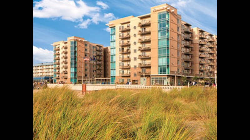 Beautiful 1-3 bedroom plus queen murphy, beach condo. 5 star Wyndham resort.