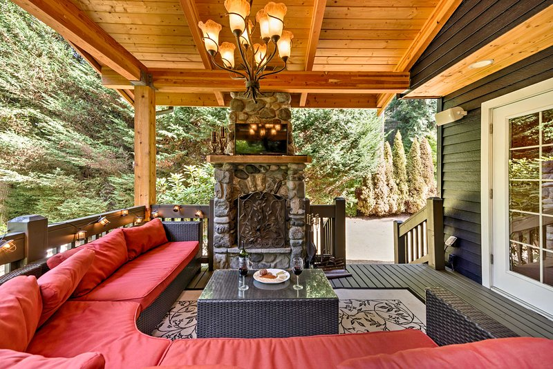 Run away to wine country and stay at this magnificent 4-bedroom, 2.5-bathroom vacation rental house in Woodinville.