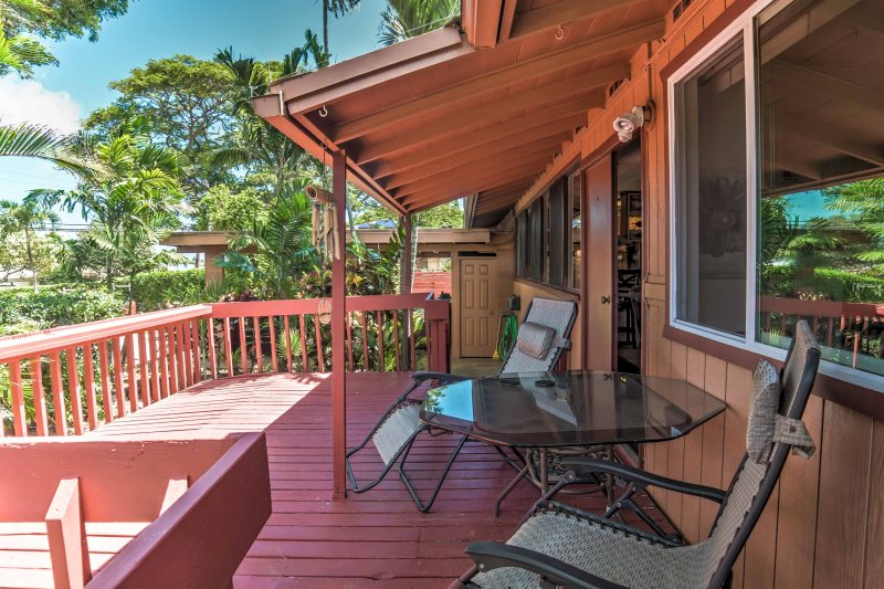 Relax on the big lanai with an evening cocktail during your stay at this 4-bedroom, 2-bathroom vacation rental house in Kailua!