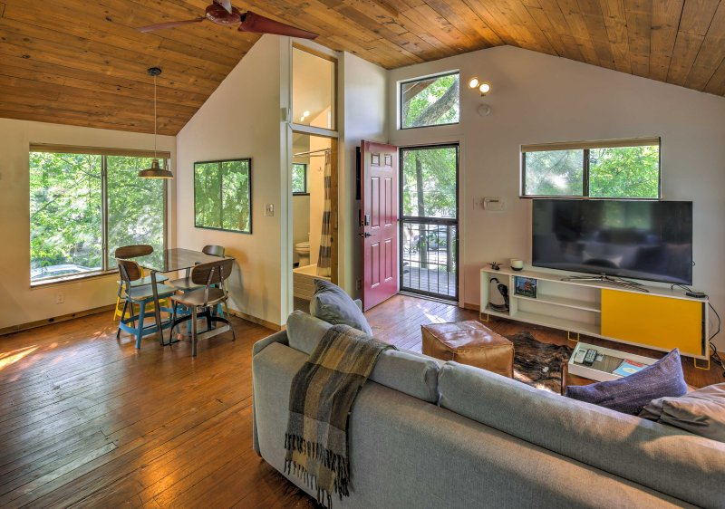 Escape to this private studio bungalow in East Austin!