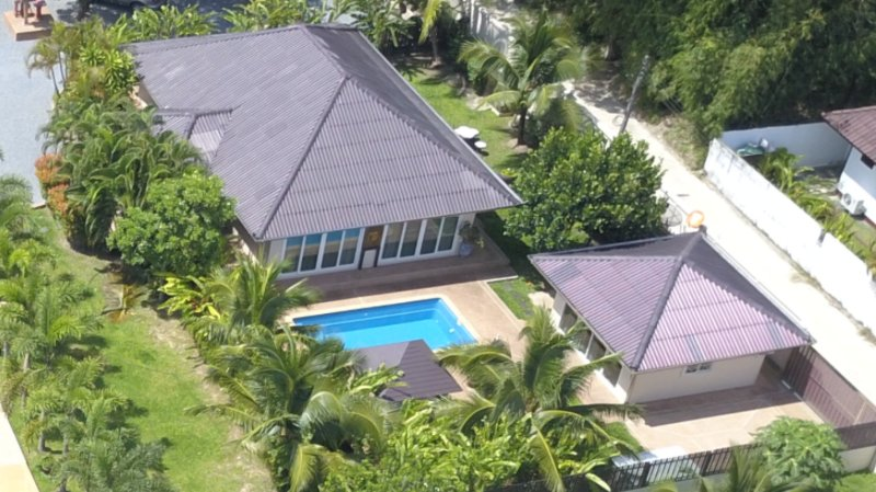 KRABI ZEN VILLAS '' GARDENIA '' 2 bedrooms+1 private pool bungalow, holiday rental in Krabi Town