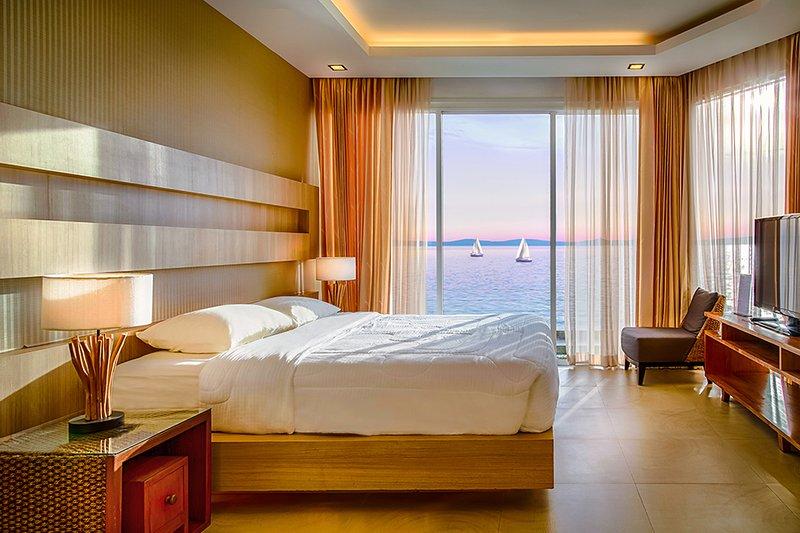 2 Bedroom Sea View  Paradise Ocean View, aluguéis de temporada em Chonburi