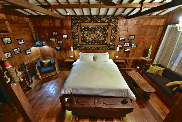 Full view of living/bed room with very comfortable king size bed (180x200 cm)