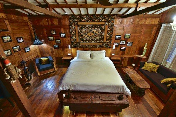 Vista completa de la sala de estar / dormitorio con cama de matrimonio muy cómoda (180x200 cm)
