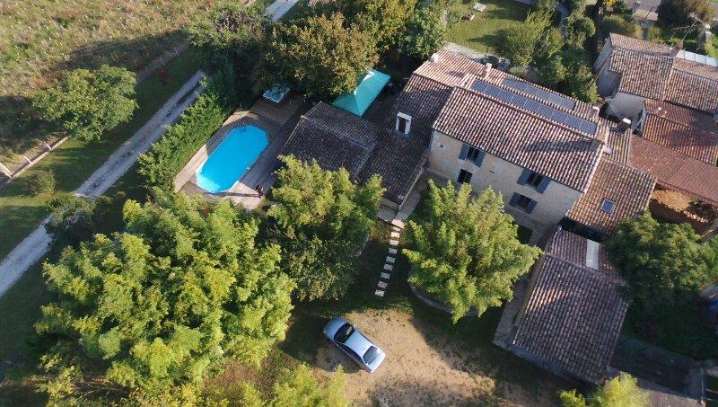 Villa Marcel  a 25 mn de Boreaux Spa Sauna Salle de Billard  Piscine ping-pong, alquiler vacacional en Pujols-Sur-Ciron