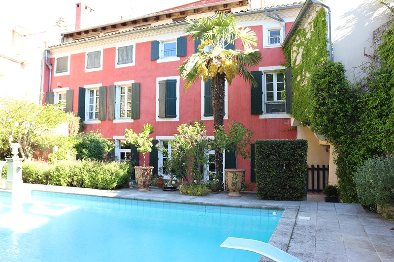 Superbe appartement rez de jardin en centre ville, holiday rental in Le Teil