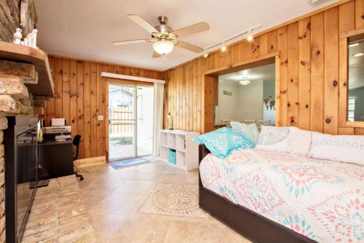 sala de Florida con sofá-cama, más nido (2 personas).