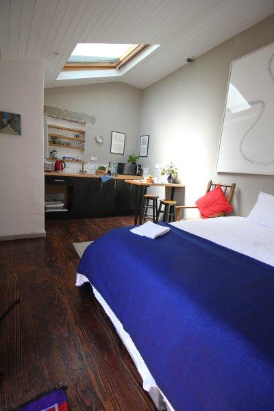 Artisan Studio Apartment, Ferienwohnung in Freshford