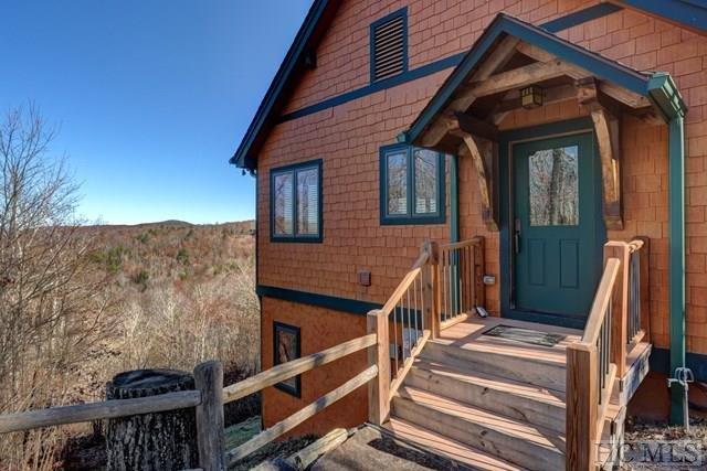 A nossa cabine foi construído em 2009 e tem um toque rústico, oferecendo comodidades modernas dentro.