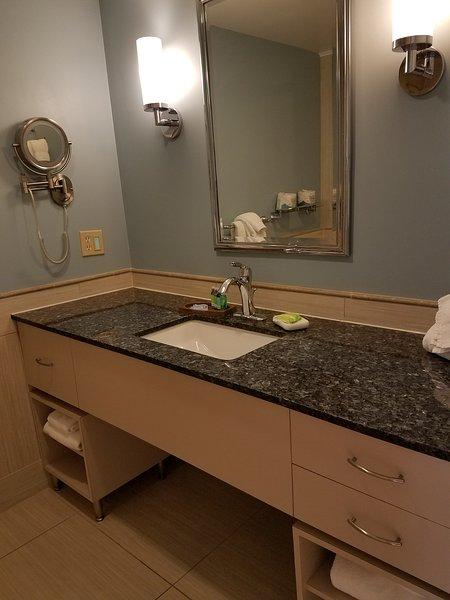 Badkamer wastafel en teller
