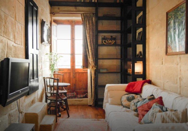 HOUSE OF CHARMS - VITTORIOSA BASTIONS, casa vacanza a Cospicua (Bormla)