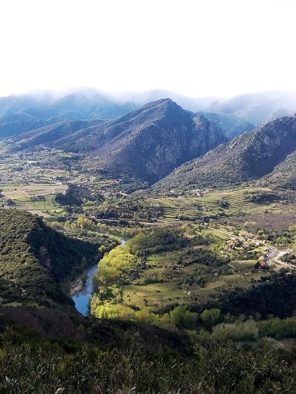 Vallée de l'Orb et du Jaur : vue prise depuis le piémont qui fait face aux Gorges d'Héric et Caroux