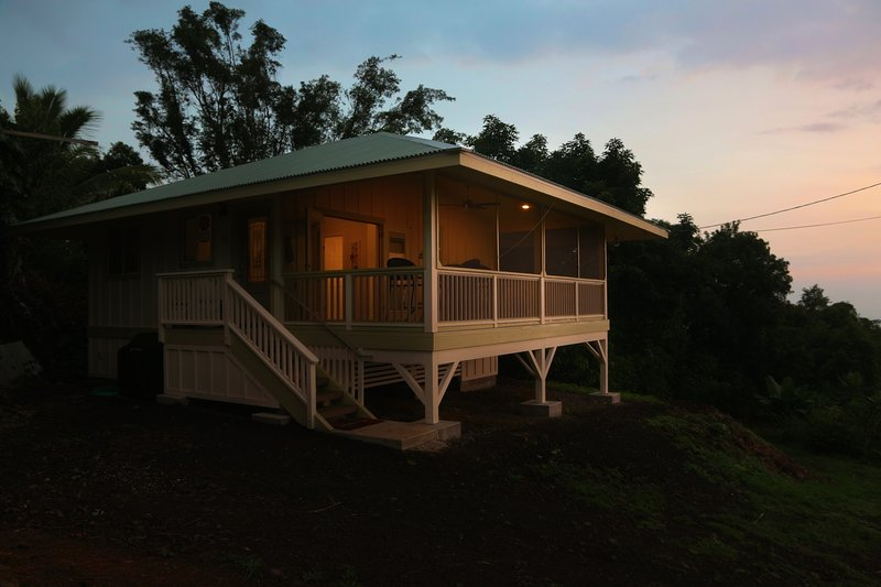 Relax in style on a peaceful Kona Coffee Farm, holiday rental in Honaunau