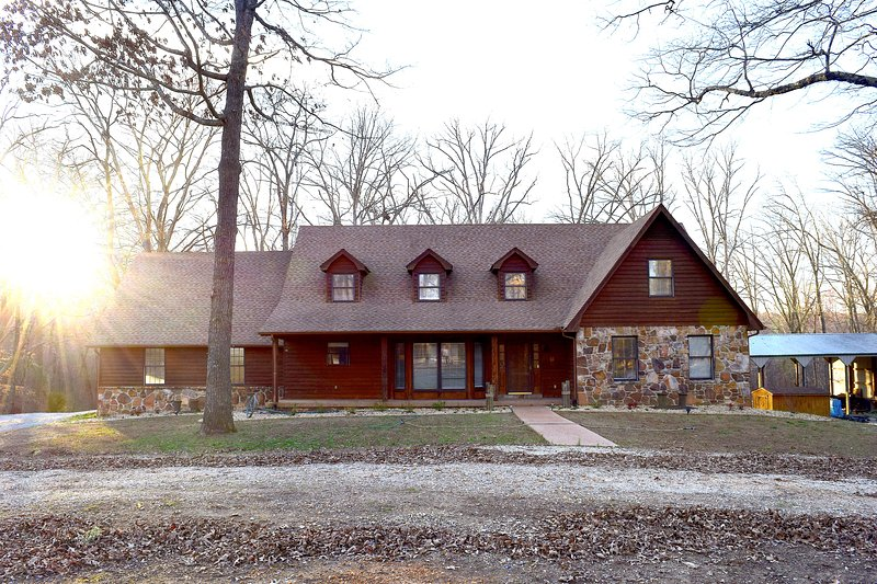Secluded Tennessee Lake House, holiday rental in Dover