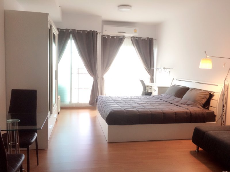 Room for rent downtown Chiangmai - 1 month minimum stay, holiday rental in San Phranet