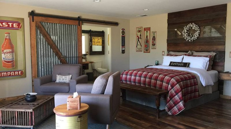 Amazing Villa Weekend Escape with wine views, holiday rental in Creston