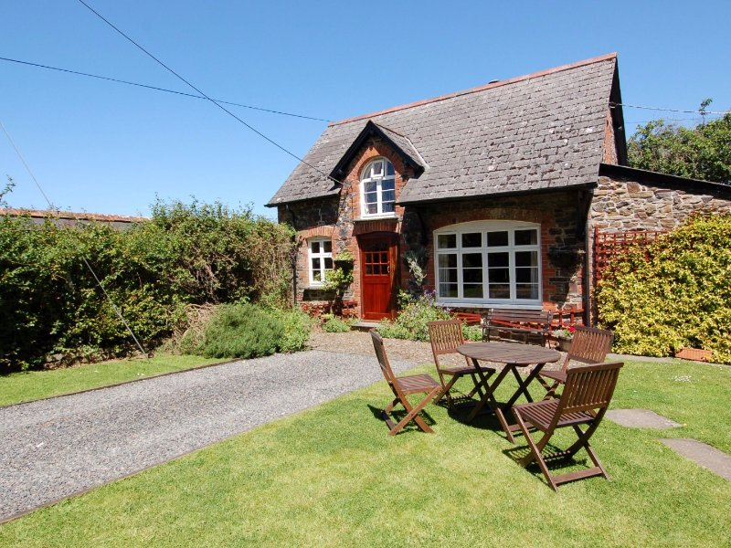 THE COACH HOUSE, traditional cottage in extensive grounds., holiday rental in Sprytown