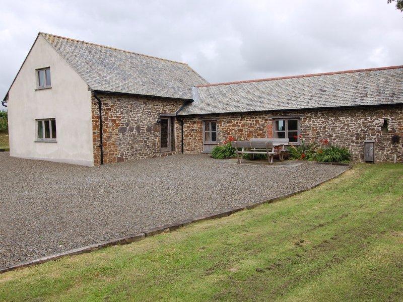 WIDEHAY BARN, barn conversion, in Mid Devon, far-reaching views, Ref 967316, location de vacances à Ash Mill