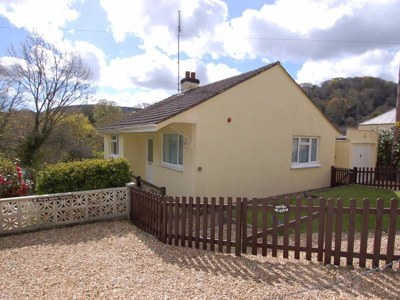 TEIGN VIEW, comfortable, single storey cottage in the Dartmoor National Park, vacation rental in Bovey Tracey