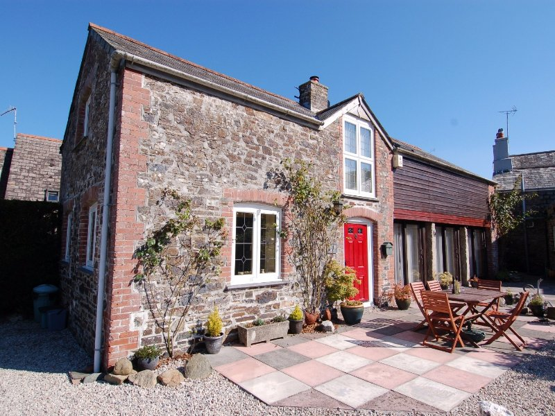 JACOB'S BARN, barn conversion, tranquil location, in Chillaton, Ref 967293, vacation rental in Lamerton