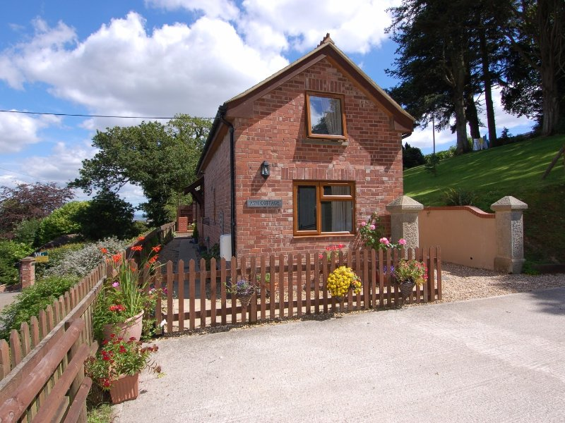 ASH COTTAGE, close to Exeter, WiFi, in Longdown, Ref 967284, casa vacanza a Dunsford