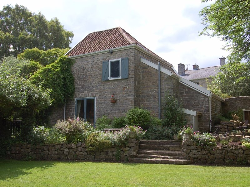 THE GRANARY, converted Granary, use of outdoor pool, near Bridgwater, Ref 967265, holiday rental in Bridgwater