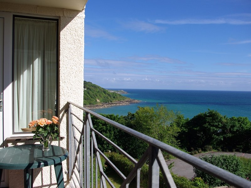 GODREVY VIEW, all first floor, sea views. in Carbis Bay,  Ref 967210, vacation rental in Carbis Bay