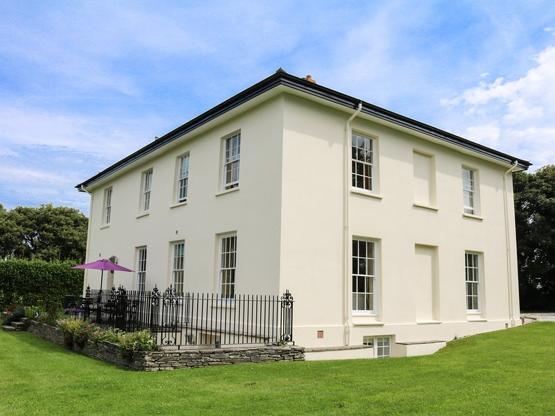 ST ISSEY VICARAGE, Grade II listed detached Georgian manor house, one dog, holiday rental in St Issey