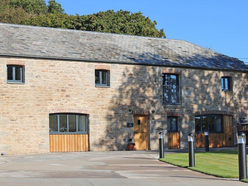 MILL HOUSE luxury barn conversion, hot tub, secure garden, wood burner, four, location de vacances à Constantine