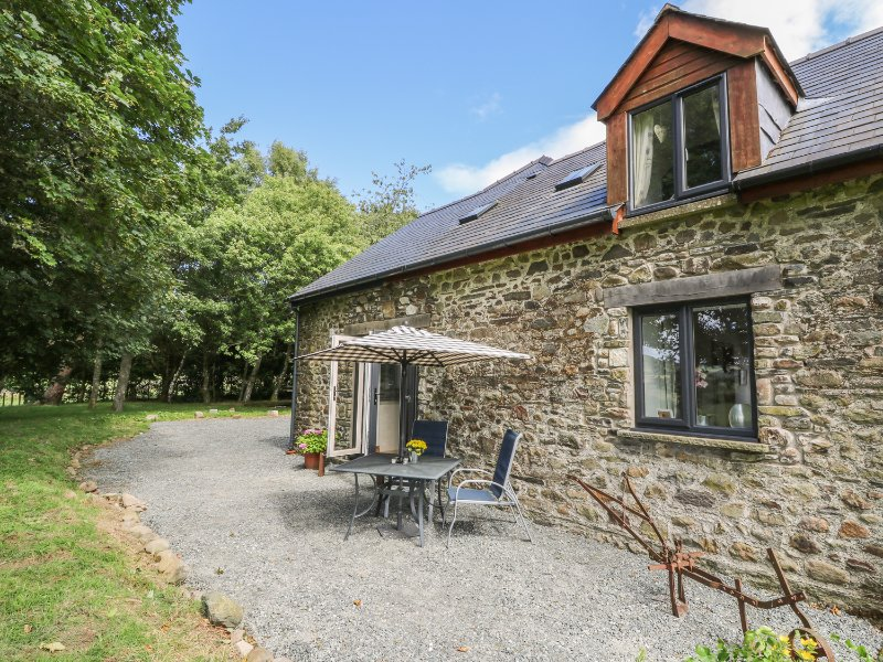 TAWELFAN, spacious accommodation, enclosed garden, two double bedrooms, near, vacation rental in Llanwrtyd Wells