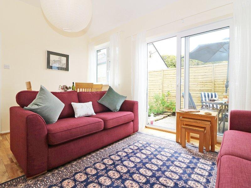 PARULA modern coastal home, south west coast path 10 min walk, private patio, location de vacances à St Just