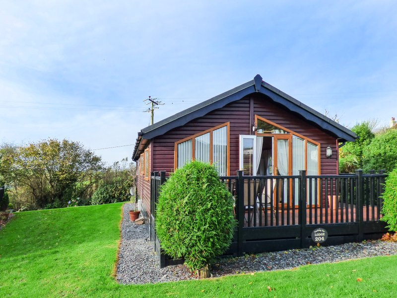 PERI LODGE (NO 204), single storey lodge, on-site pool and tennis, two shower, vacation rental in Polperro