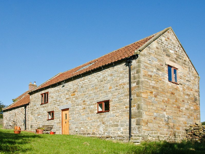 ORCHARD COTTAGE, pet-friendly, beautiful views, near Goathland, Ref 964011, holiday rental in Goathland