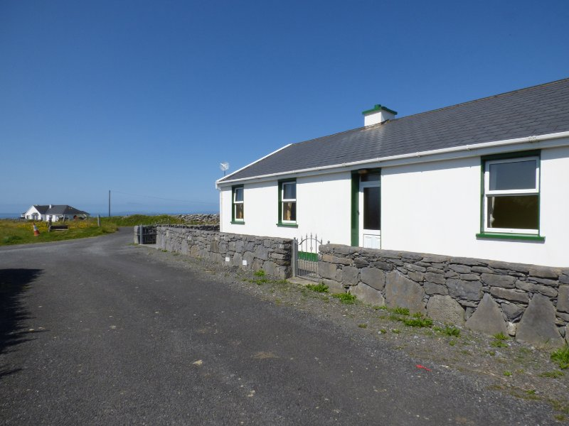 SEA VIEW COTTAGE, open fire, three bedrooms, views, in Fanore, Ref. 963565, vacation rental in Spiddal