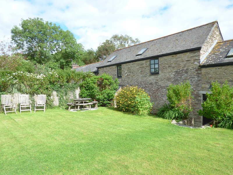 MEADOW COTTAGE, cosy and character, barn conversion, beautiful, near Fowey, holiday rental in Fowey
