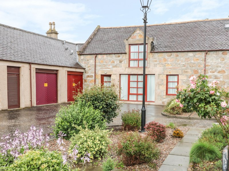 NEWTON OF FORGIE, garage, garden with patio, in Aberlour, Ref. 963292, vacation rental in Dufftown