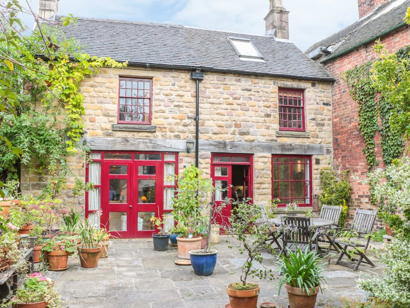 THE ANGEL FORGE, PET FRIENDLY, woodburning stoves, enclosed courtyard, holiday rental in Wirksworth