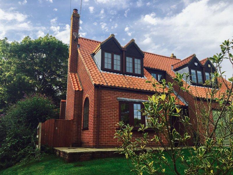 HOLLY BANK, WiFi, delightful garden, countryside views, Ref. 962783, location de vacances à Kilnwick