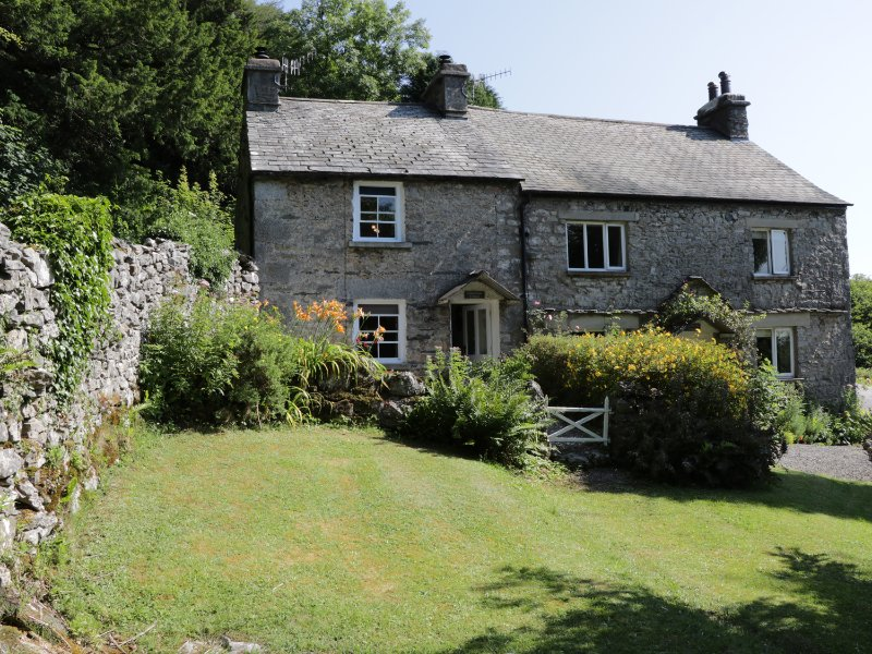 COACHMAN'S COTTAGE, WIFI, beautiful location, romantic cottage, Ref 962004, holiday rental in Hincaster