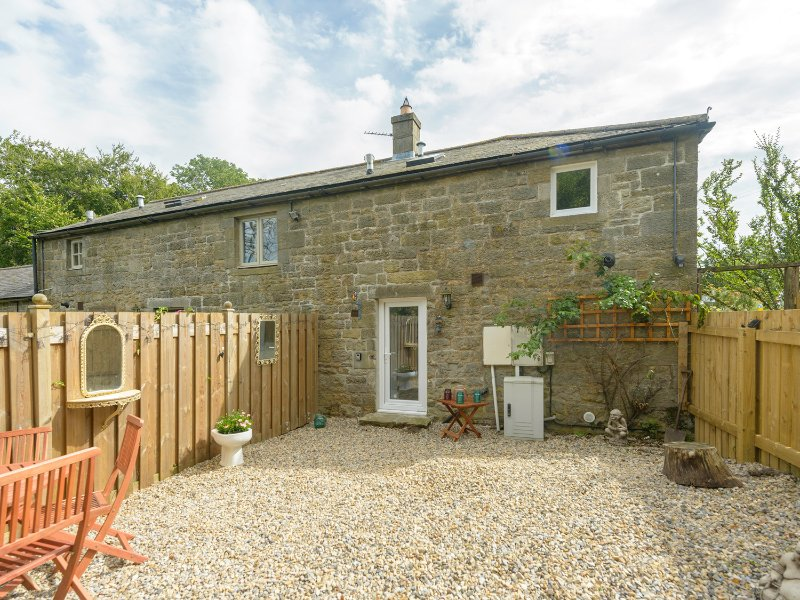 ROSE COTTAGE, open plan, barn conversion, close to Northumberland National, casa vacanza a Whittingham
