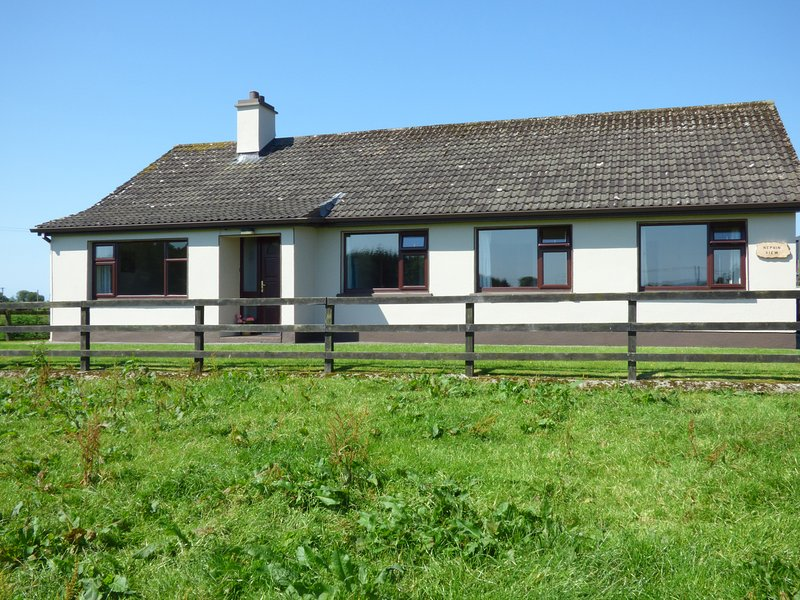 NEPHIN VIEW, two sitting rooms, garden, Pets, cosy, near Foxford, ref: 961066, holiday rental in Ballyvary