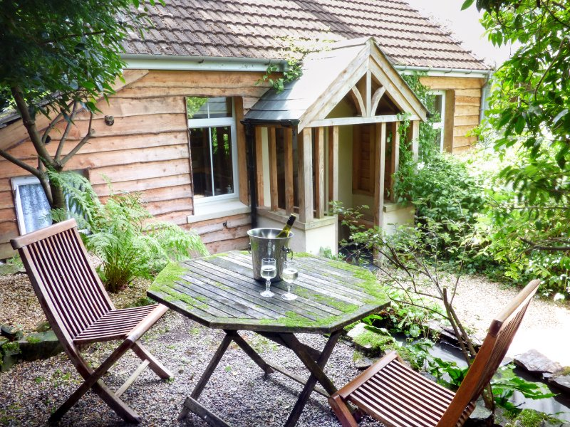 HEATHER COTTAGE, WIFI, pond in garden, secluded location, Ref. 960819, holiday rental in Okehampton