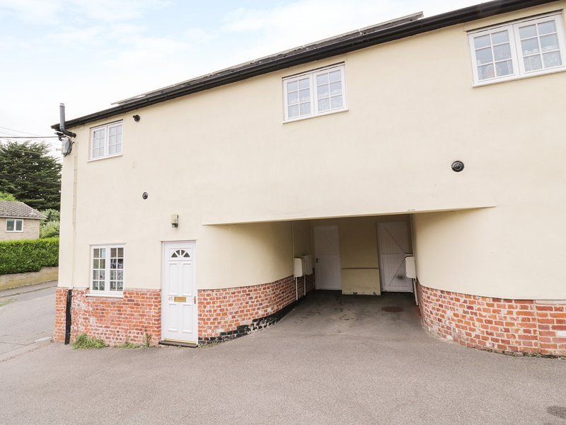 45 MILL ROAD, three bedrooms, spacious accommodation, garden with patio, in, vacation rental in Saxmundham