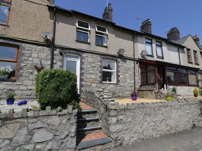 BYTHYNNOD NEWYDD, woodburning stove, pet friendly, Gwynedd, Ref 960368, holiday rental in Llithfaen
