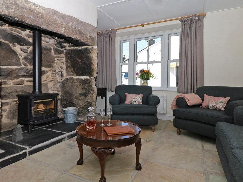 SIXTEEN FORE STREET granite cottage, paces from shops, pub, bakery and, holiday rental in Botallack