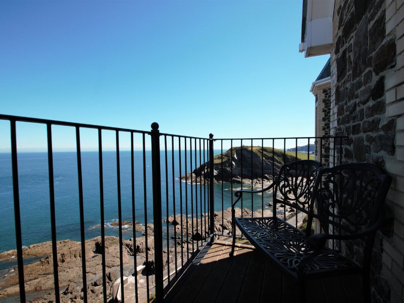 OCEAN BREEZE fourth floor apartment, sea views, in Ilfracombe, Ref 960154, holiday rental in Ilfracombe