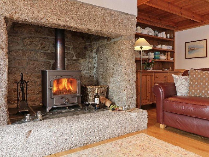 HALVOSSO, granite terraced cottage, secluded garden, Wifi, wood burner, Nr, location de vacances à Constantine