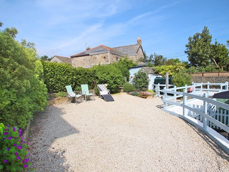 KOSY KOT traditional cottage, enclosed garden, WiFi, wood burner, coastal, in, location de vacances à Connor Downs